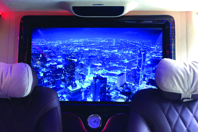Location-Mercedes-Classe-V-ExtraVIP-Car-and-driver